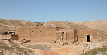 La maison romaine en cours de construction, vue vers le nord-ouest. Photo E. Léna, mission franco-syrienne de Doura-Europos.