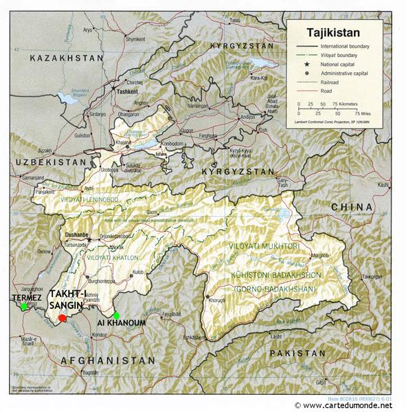 Carte du Tadjikistan avec localisation de Takht-i Sangin et des sites voisins d'Aï Khanoum (Afghanistan) et Termez (Ouzbékistan).